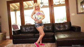 Blonde pornstar MILF in shorts Tristyn Kennedy fucked vulnerable the couch